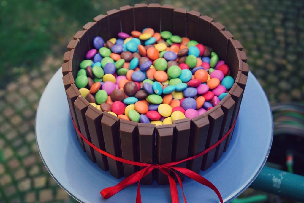 Kitkat Smarties Torte Zum Geburtstag Antonella S Backblog